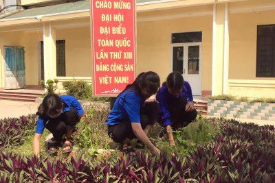 """Hưởng ứng tháng thanh niên với niều hoạt động ý nghĩa của BCH Đoàn Trung tâm GDNN-GDTX Bình Sơn. """" Ngày Chủ nhật xanh"""" của chúng em"""